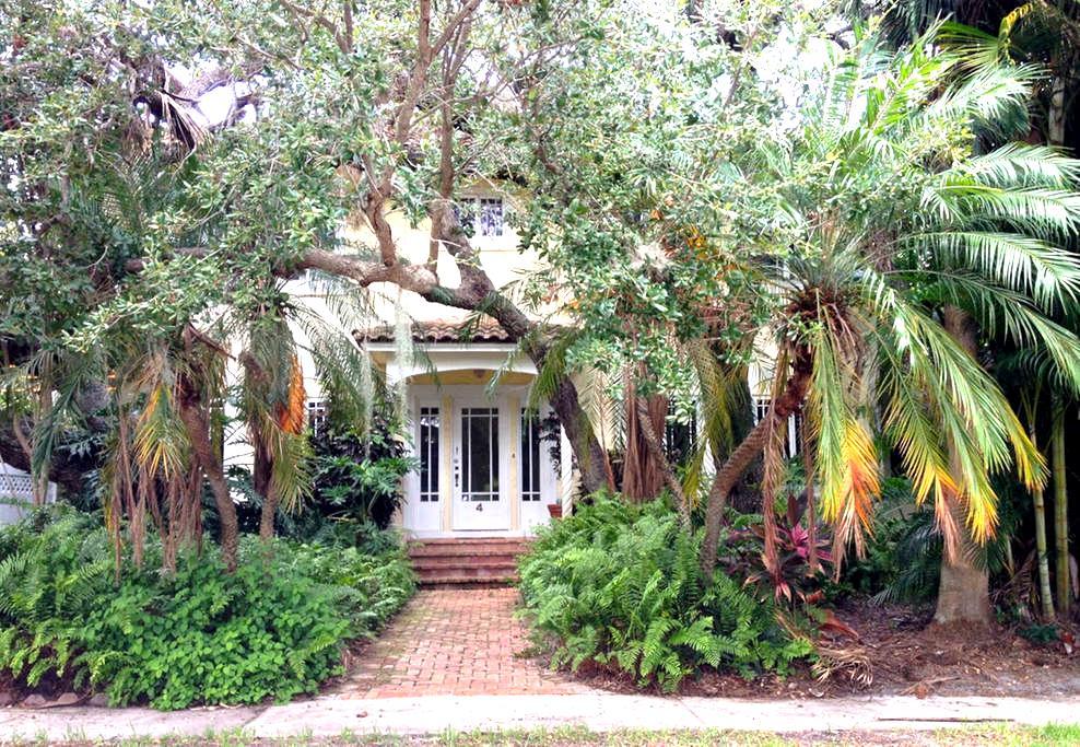 Historic Live Oak House - Lake Worth