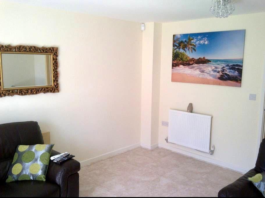 2 Bedroom House in Watford - Watford - บ้าน