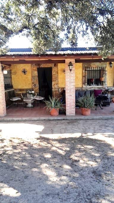 Alquiler casa rural en urb Soto Alberche - Hormigos - บ้าน