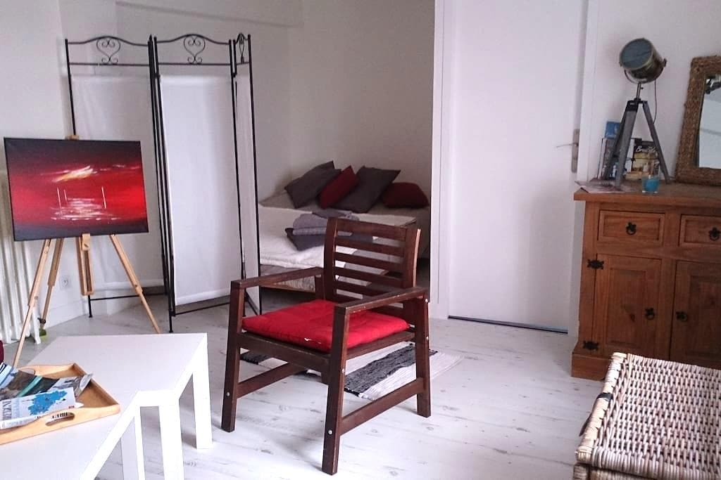 bel appartement de 40 m² avec terrasse et jardin. - Crozon - Apartamento