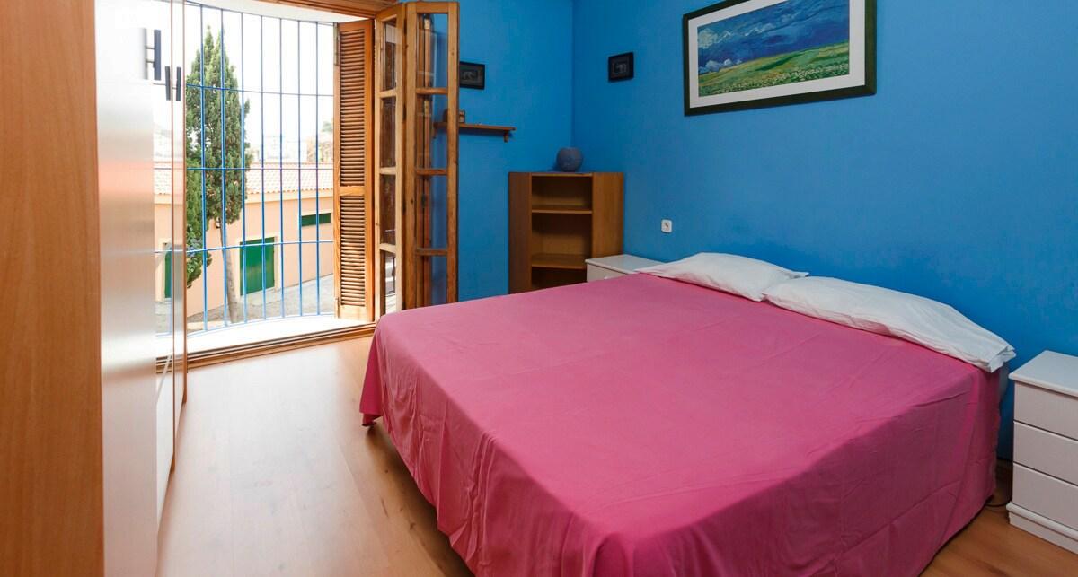 Main bedroom.  Dormitorio principal.
