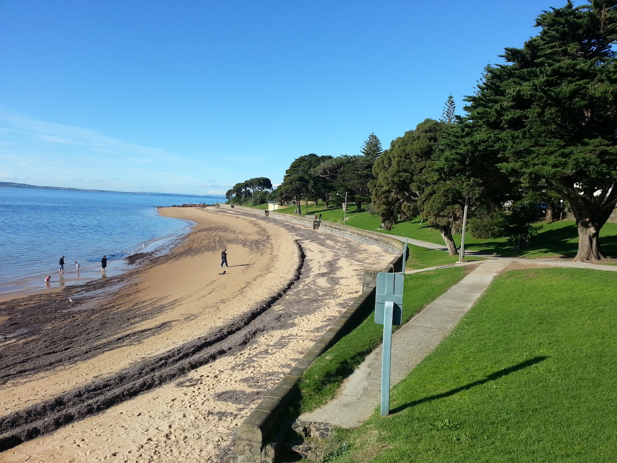 Main beach Cowes there is plenty of grass and trees to sit and relax