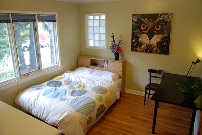 Your bright cosy room in Central Calgary.