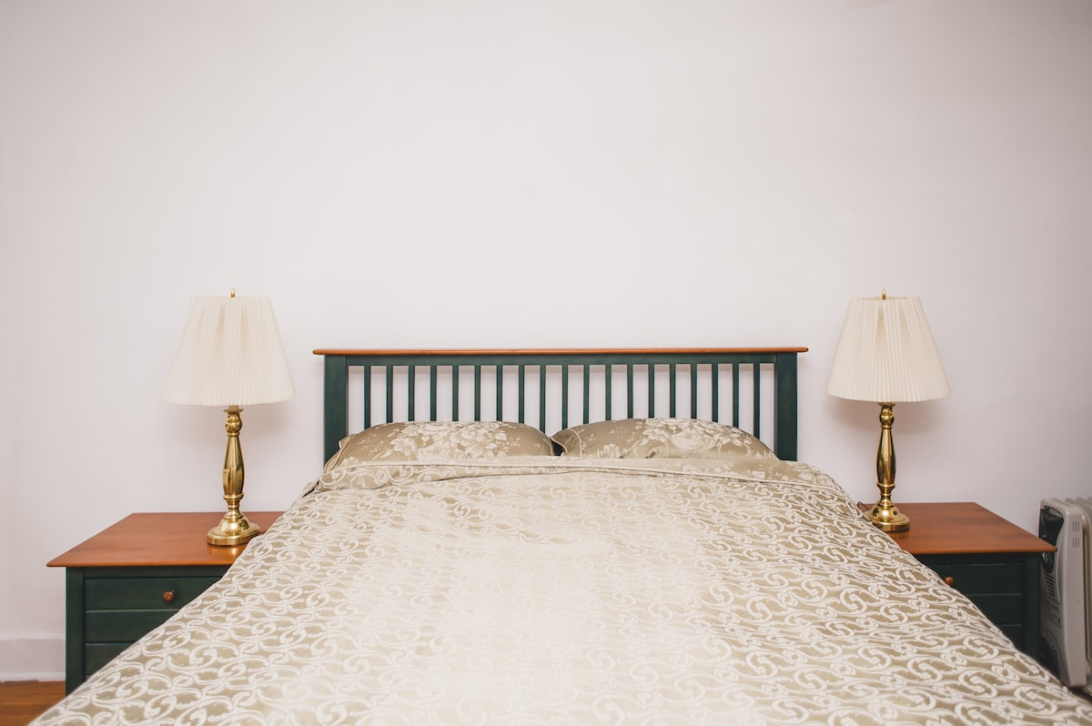 A comfortable Queen size bed welcomes you.