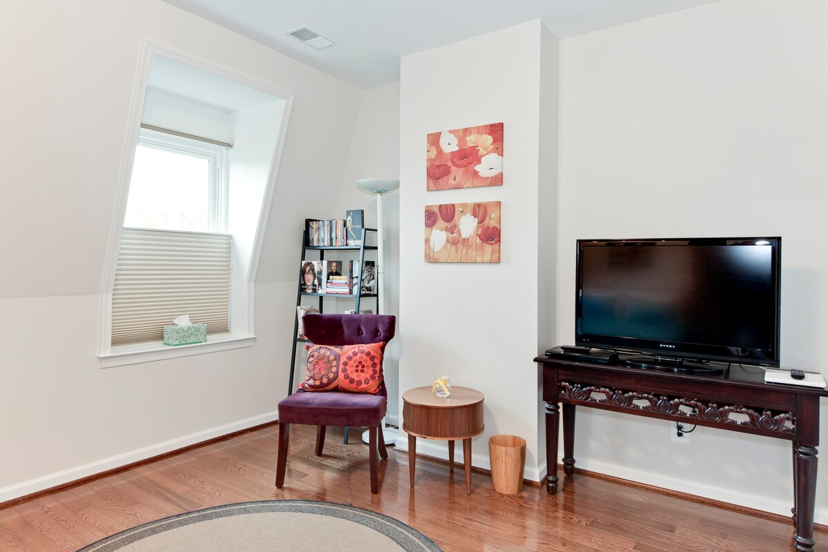 Well lighted and cozy reading and entertainment area including a DVD Player and HD TV