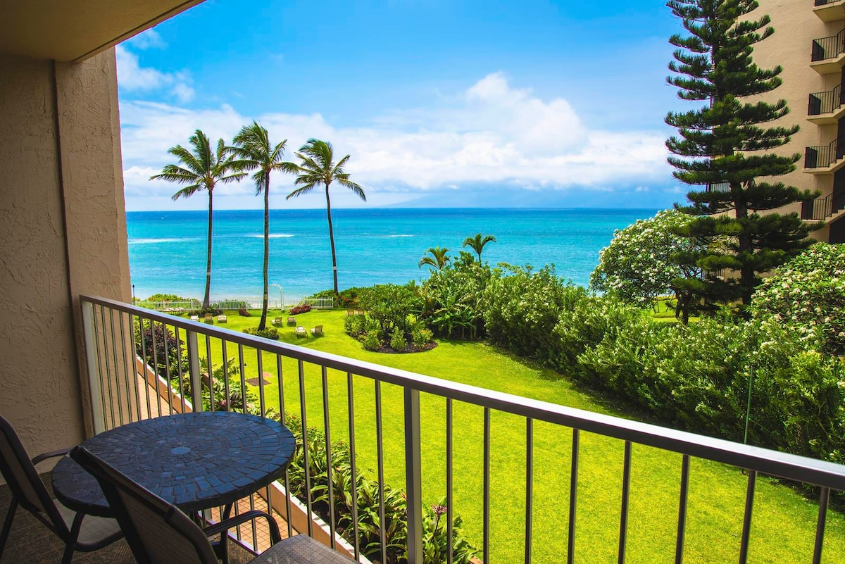 Ocean View from Lanai. Ocean is within your reach