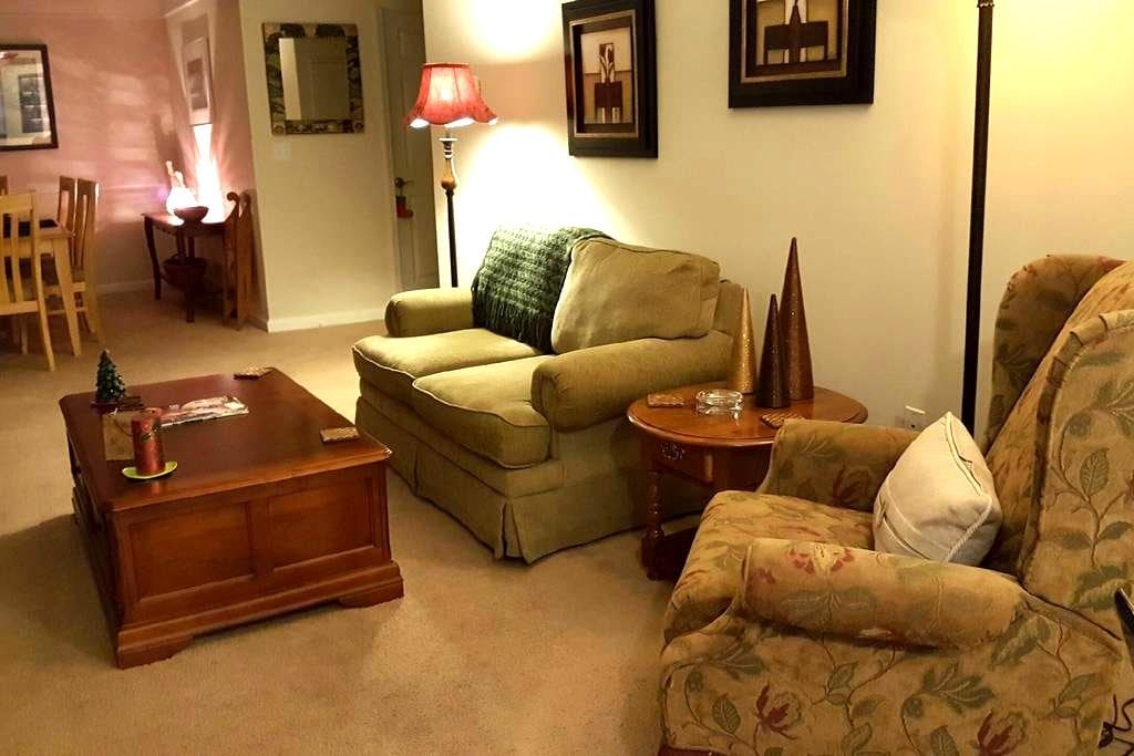 Duluth private bedroom & bath for female guest - Duluth - Betjent leilighet