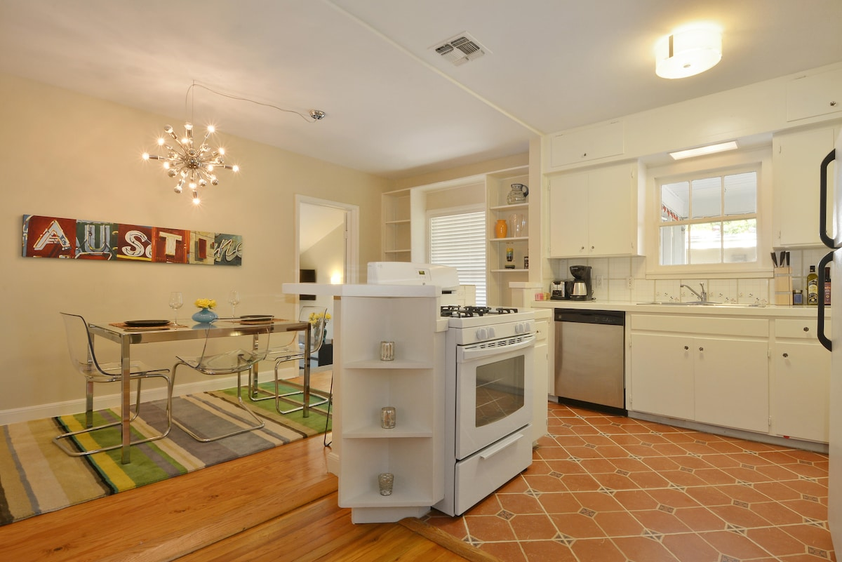 The large kitchen features an eat-in dining table.  Randall's super market is just a few blocks away.