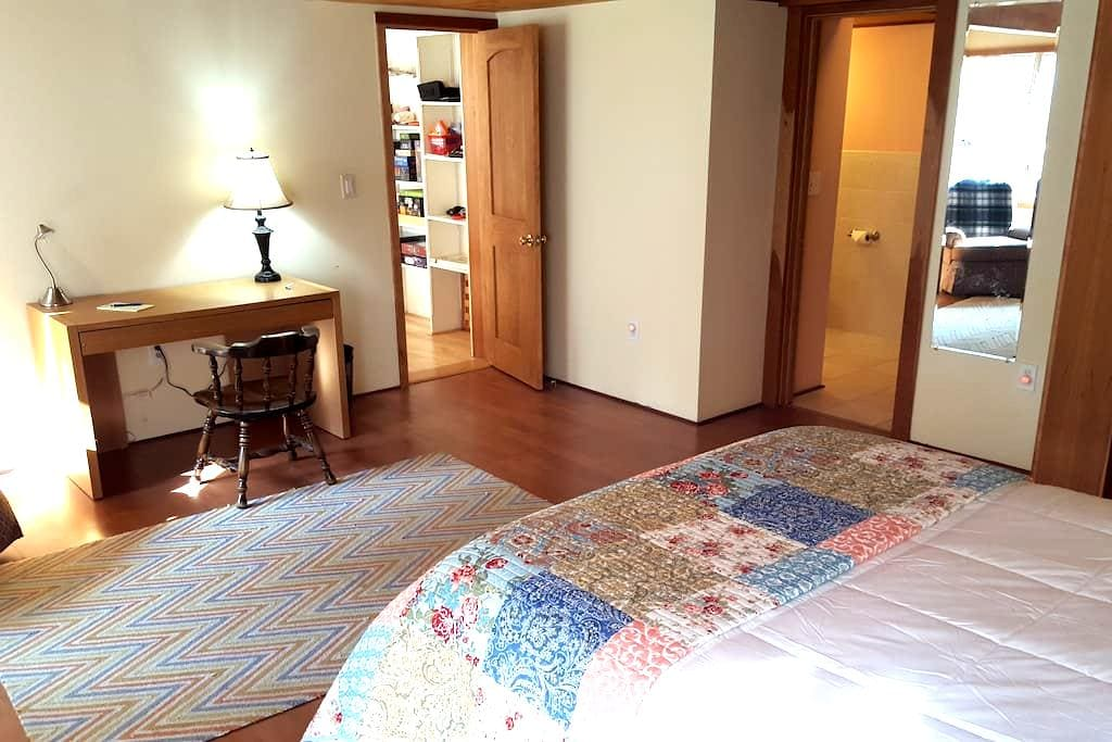 Large private master bedroom near Dartmouth/DHMC. - Hanover - Rumah