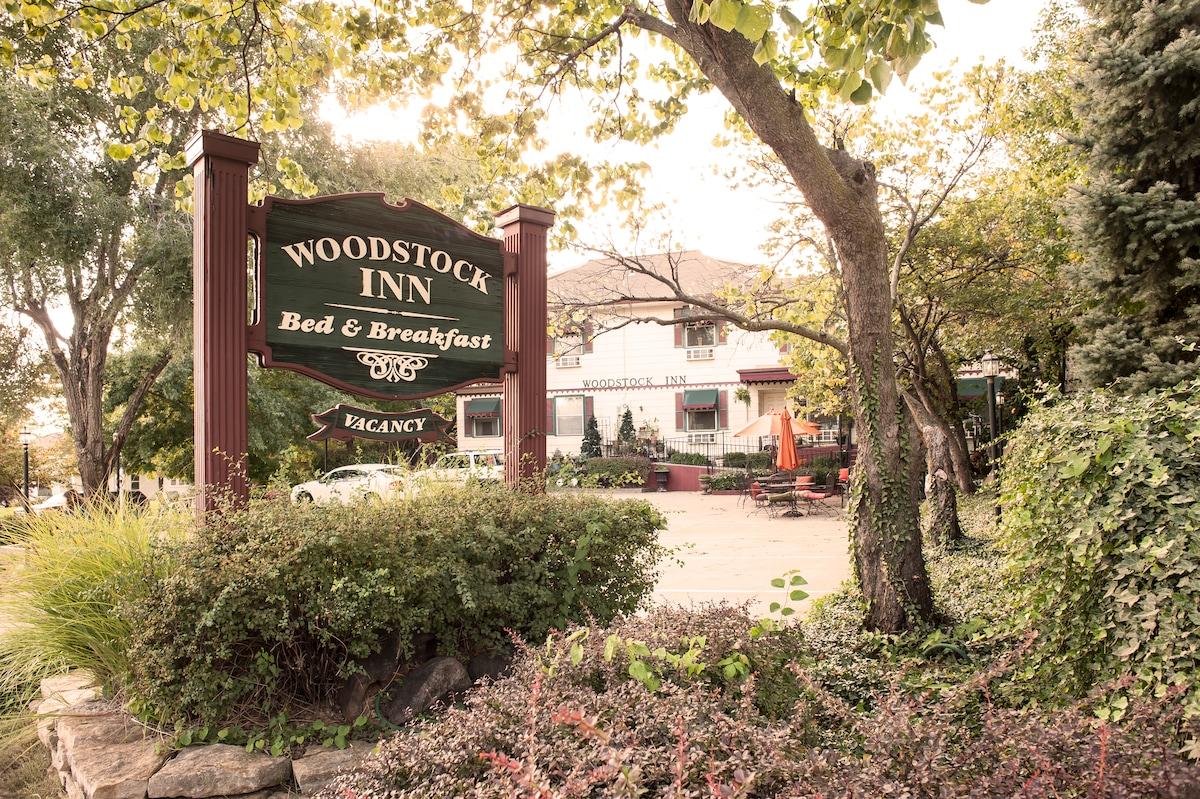 Woodstock Inn  B&B Bridal Suite
