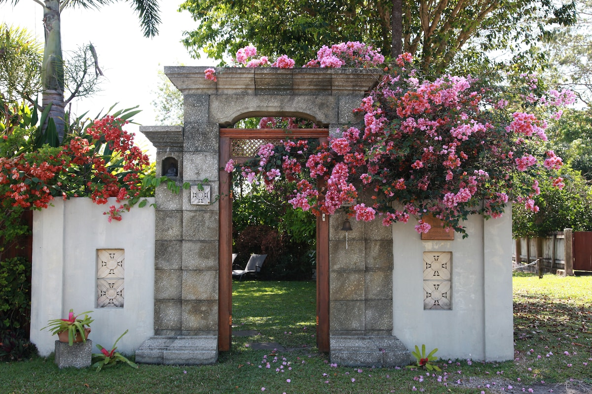 The entrance to the garden compound at Manta Ray