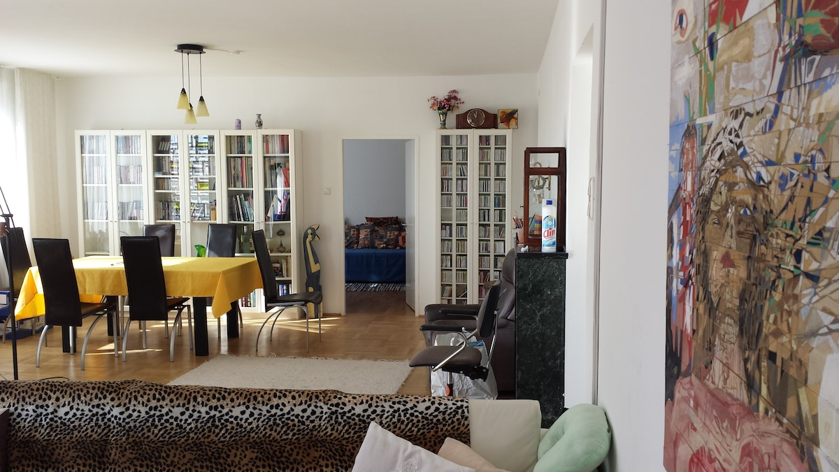 Large and very quiet apartment