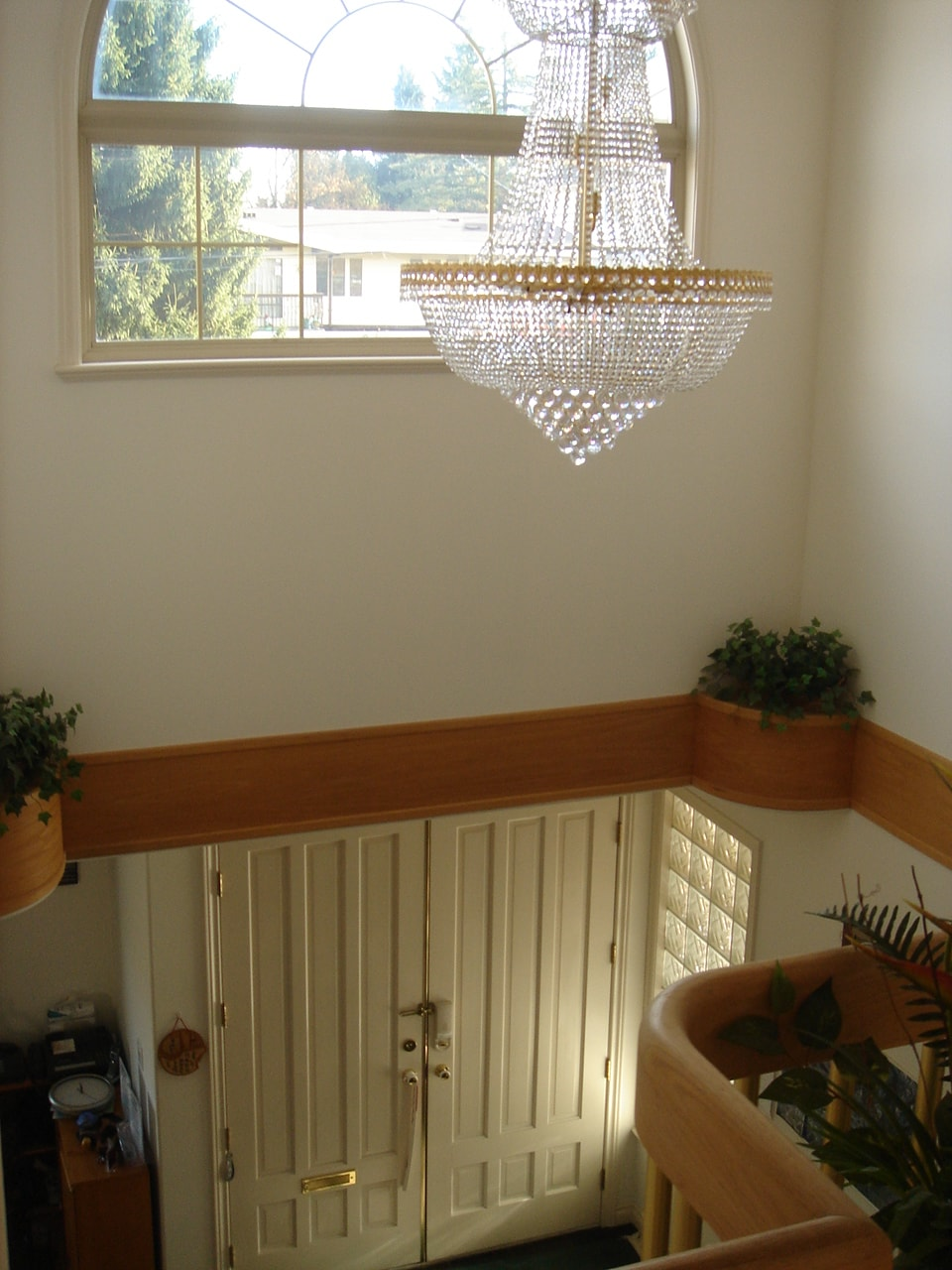 Beautiful vaulted ceiling entrance giving you a fresh bright morning!