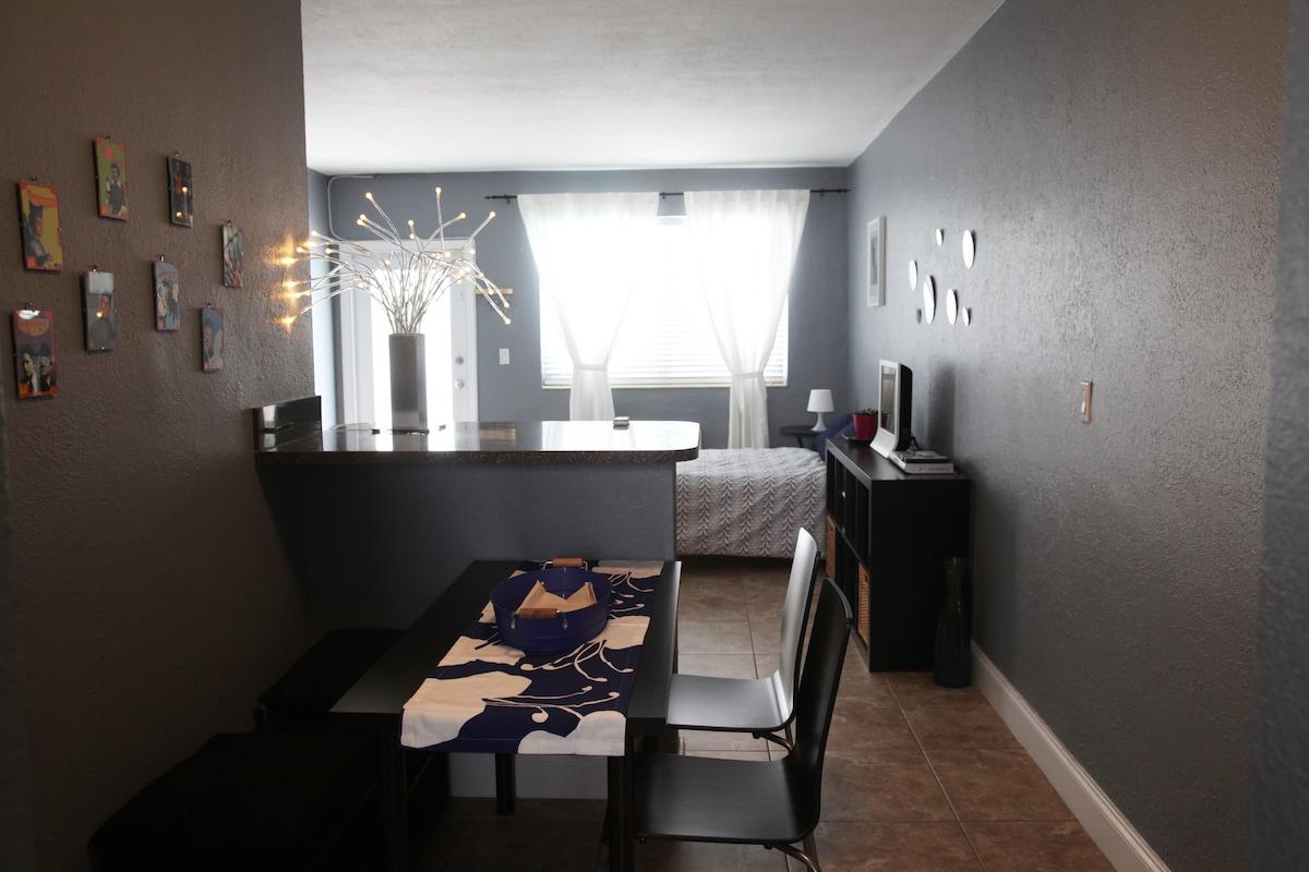 studio for rent in Miami Beach