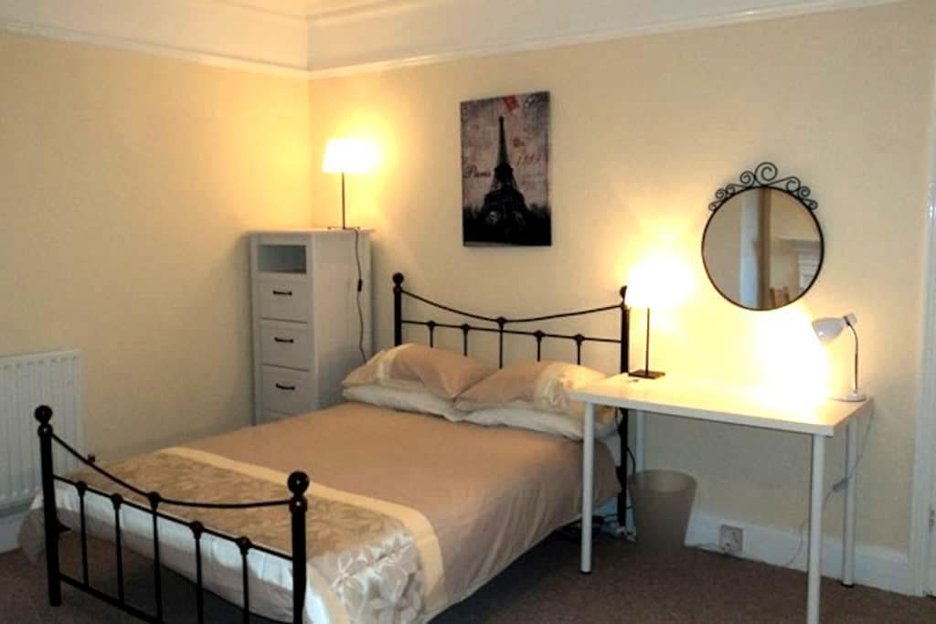 Guildford Town Centre Large Studio Room for Couple - 吉爾福德(Guildford)
