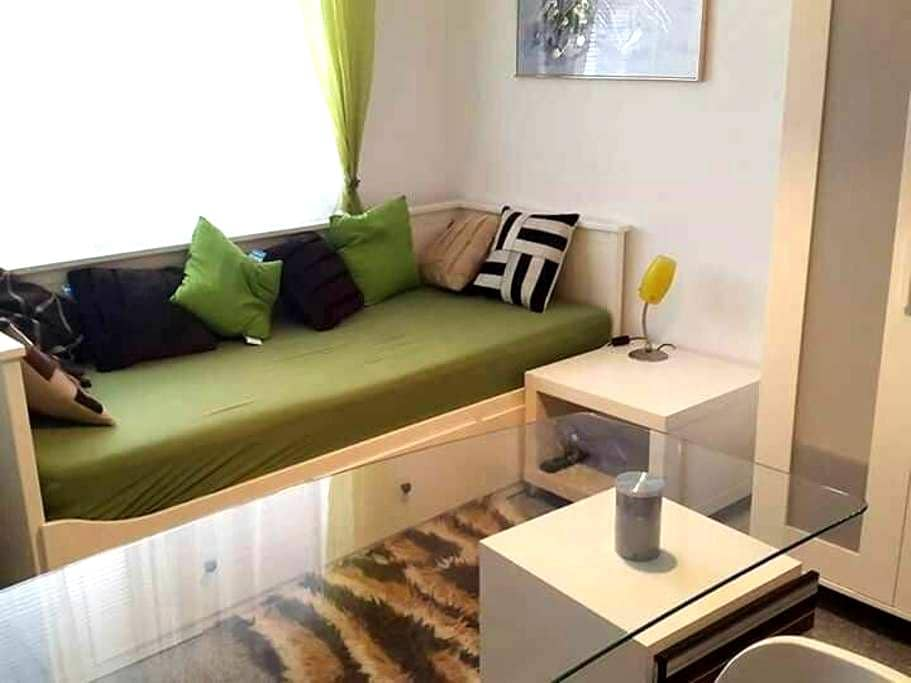 Komfortables und sauberes Zimmer - Eisenstadt, Burgenland, AT - Pis