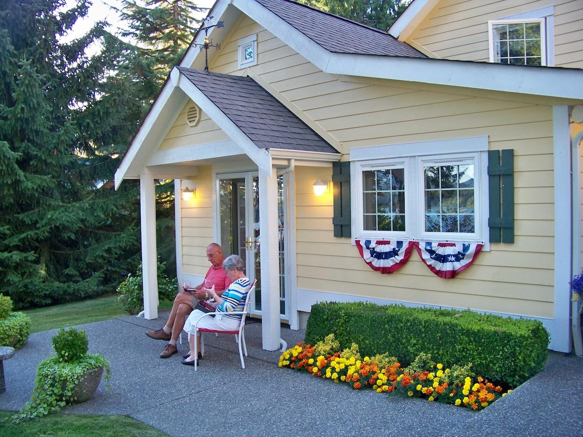Enjoy your personal patio outside the art studio/kitchenette .