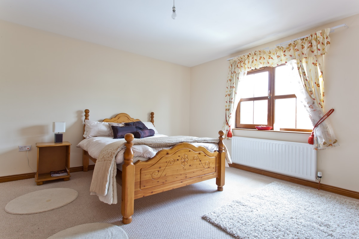 Modern Spacious Room with Ensuite