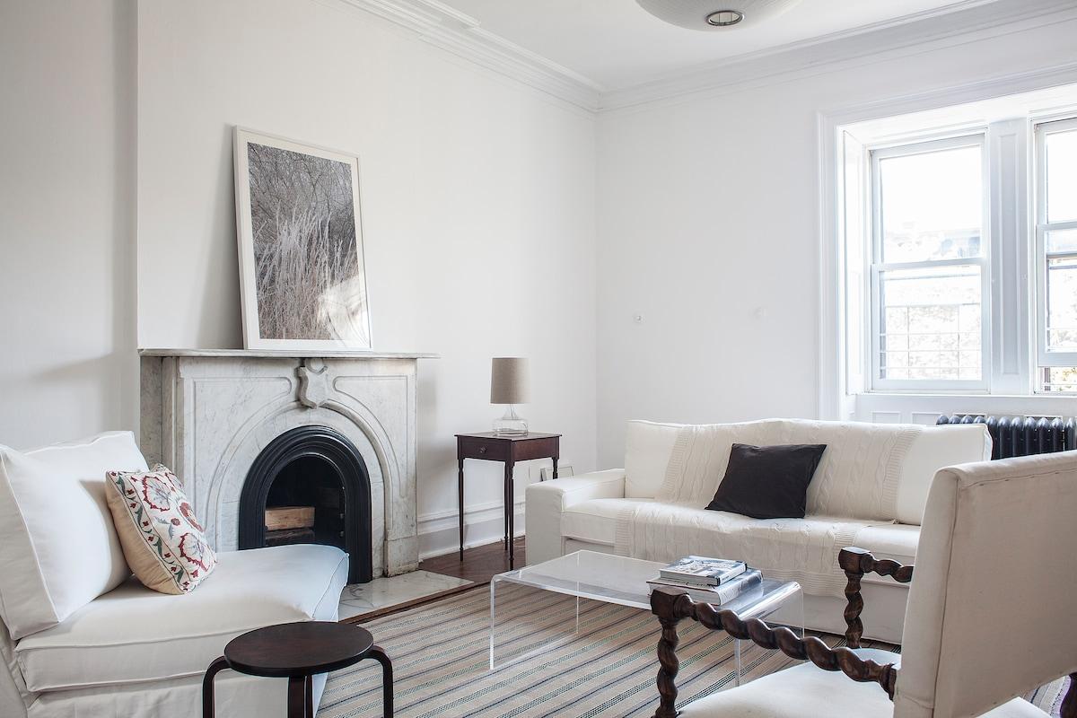 Large, Light-filled Living Room - Enjoy!