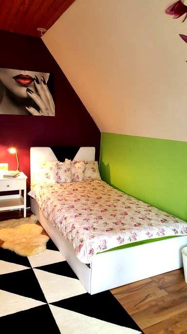 Gemütliches Zimmer mit Balkon - Filderstadt