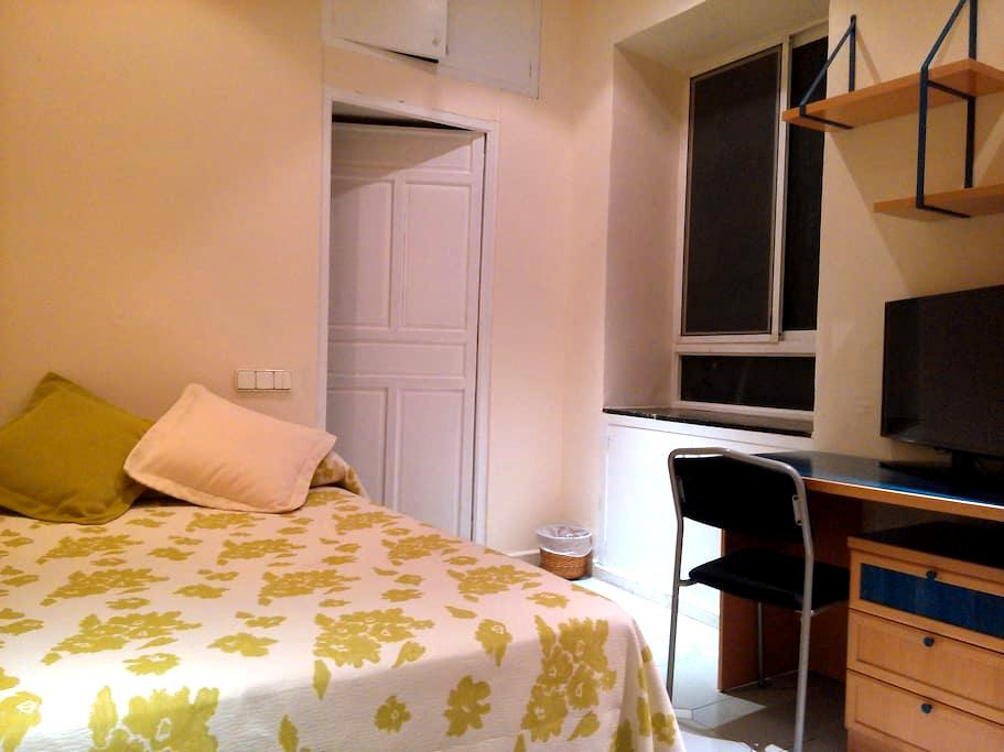 Very central , Reception 24h, Wifi  - Alicante - Bed & Breakfast
