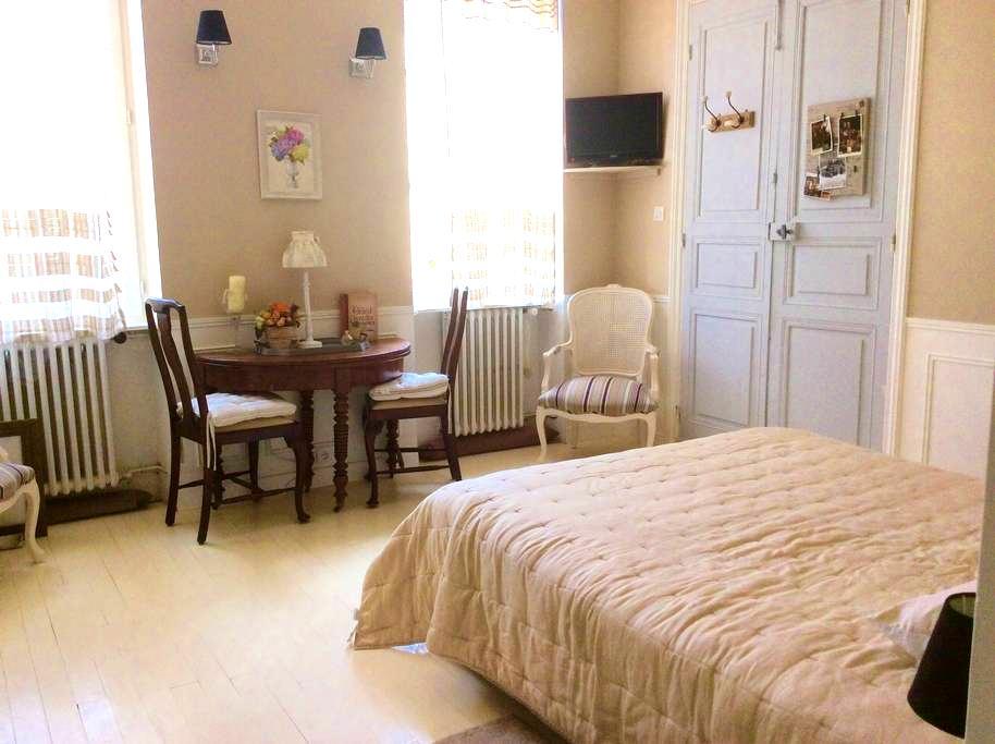 Chambre romantique dans maison de maître - Caussade - 连栋住宅