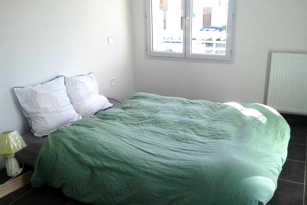 Private bedroom 15 mn walk airport/5 mn by car - Blagnac - Hus