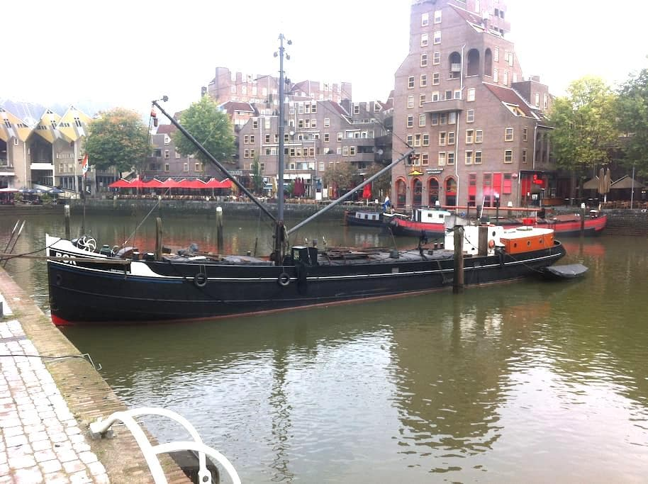 Bed in BOR: romantic night on historic barge BOR - Rotterdam - Barca