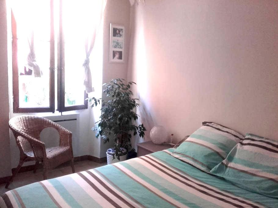 chambre dans un appartement atypique et calme. - Toulon