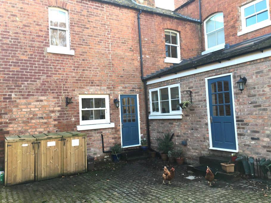 2 bedroom self catering cottage for up to 6 people - Ellesmere Port - House