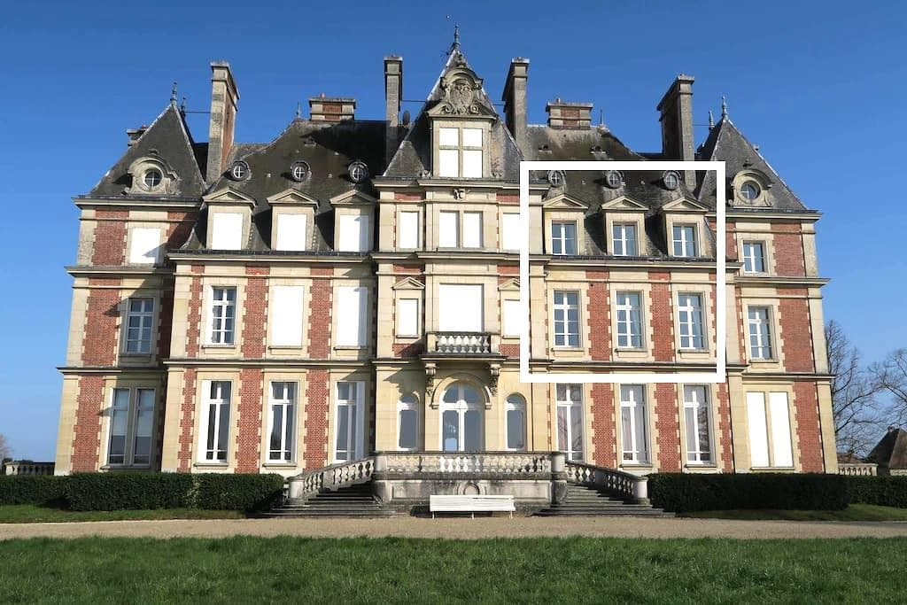 Duplex inside the Castle at 30mn from Disney - Ocquerre