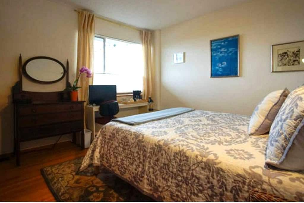 Albany Hill -1 Bedroom Apartment - Location!! - Albany - Apartment