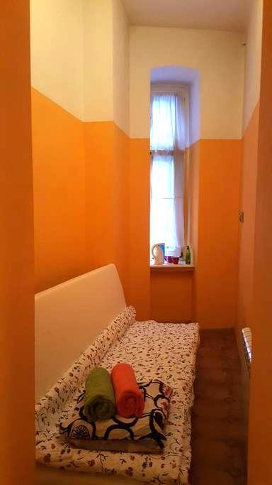 Malutki pokój na drzemkę dla 1-2 osób ;-) - Katowice - Lägenhet
