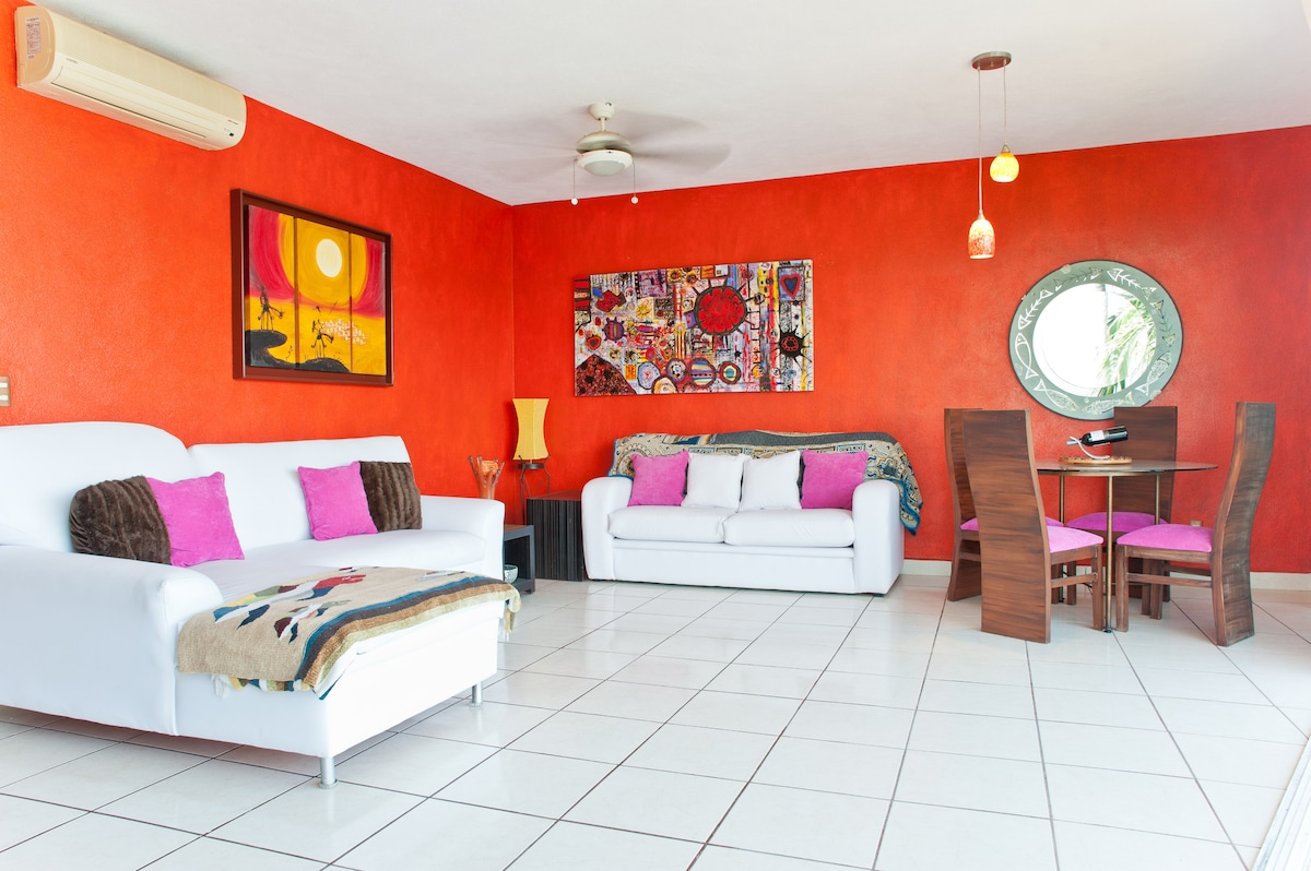 Condo all ways clean and bright late booking all ways welcome,table with 6 chairs sofa bed and seating for 4 people