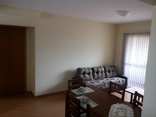 Sala de estar com Varanda - Detalhe da entrada e sofá.