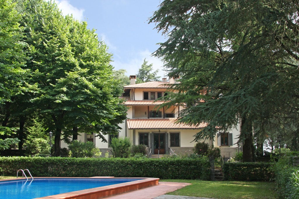 Rent a villa in Città della Pieve on prices seafront inexpensively