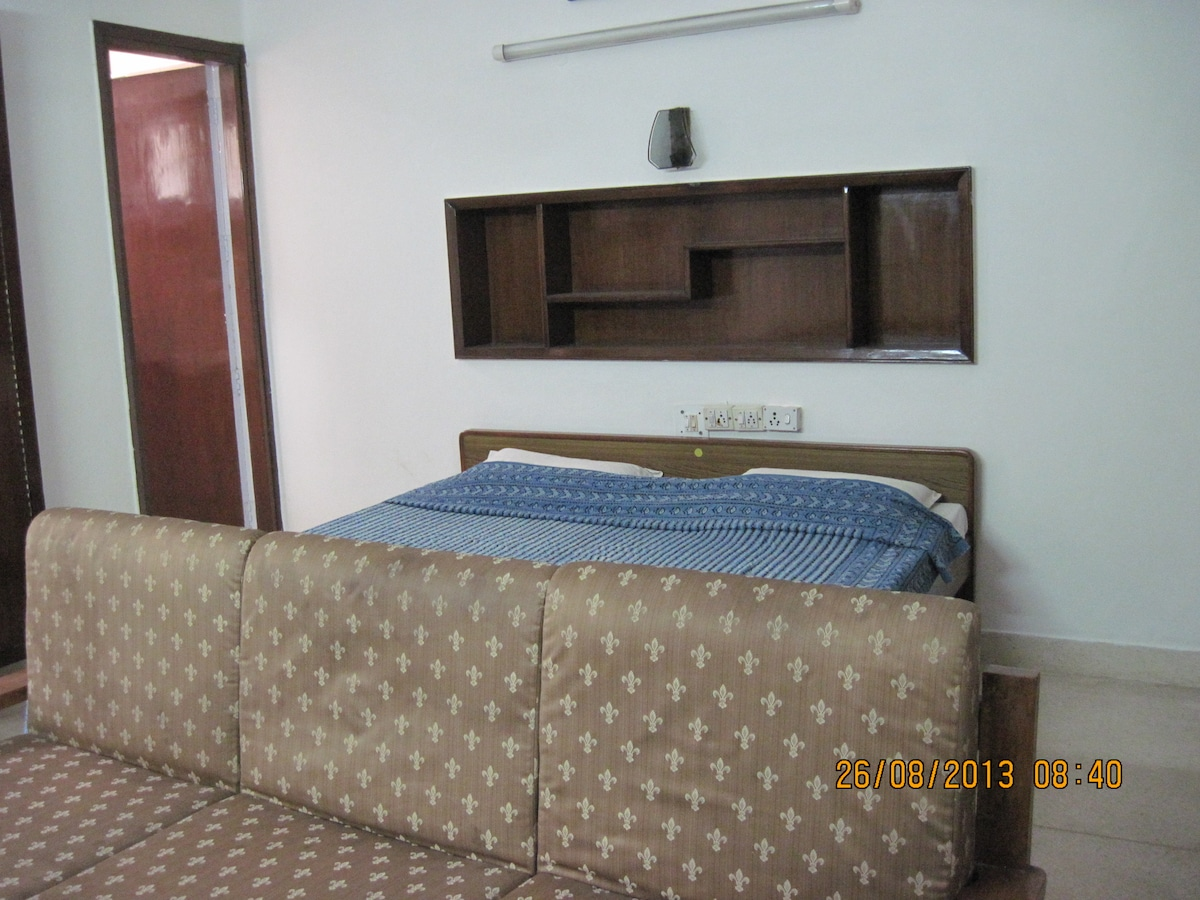 Private Room in Defence Colony