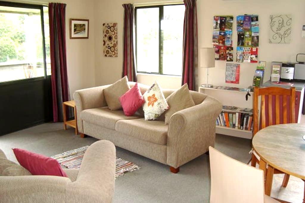 Blackhead Cottage - Farmstay Bed and Breakfast - Dunedin - Bed & Breakfast