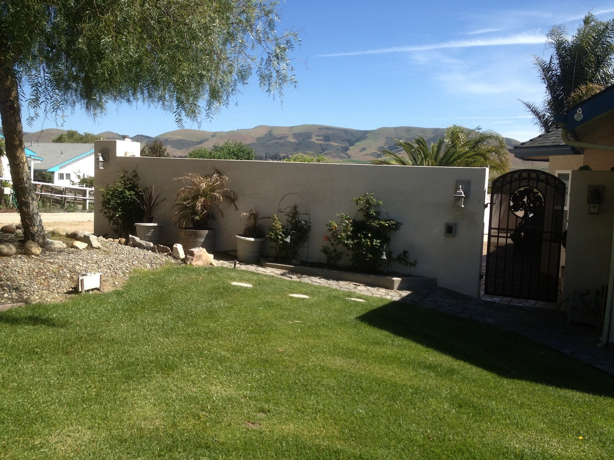 Private front yard and nice green lawns to play or simply relax