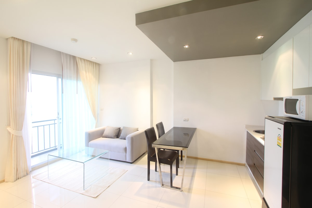 Nice 1-bed apartment in new condo