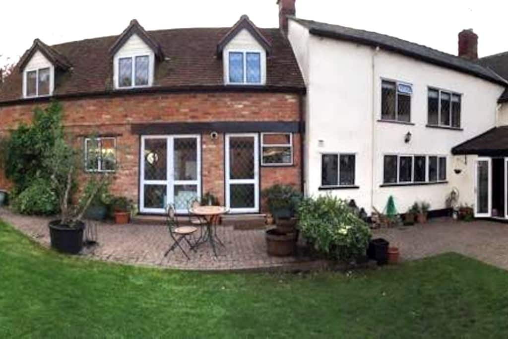 Spacious annexe with own entrance - Dunchurch - House