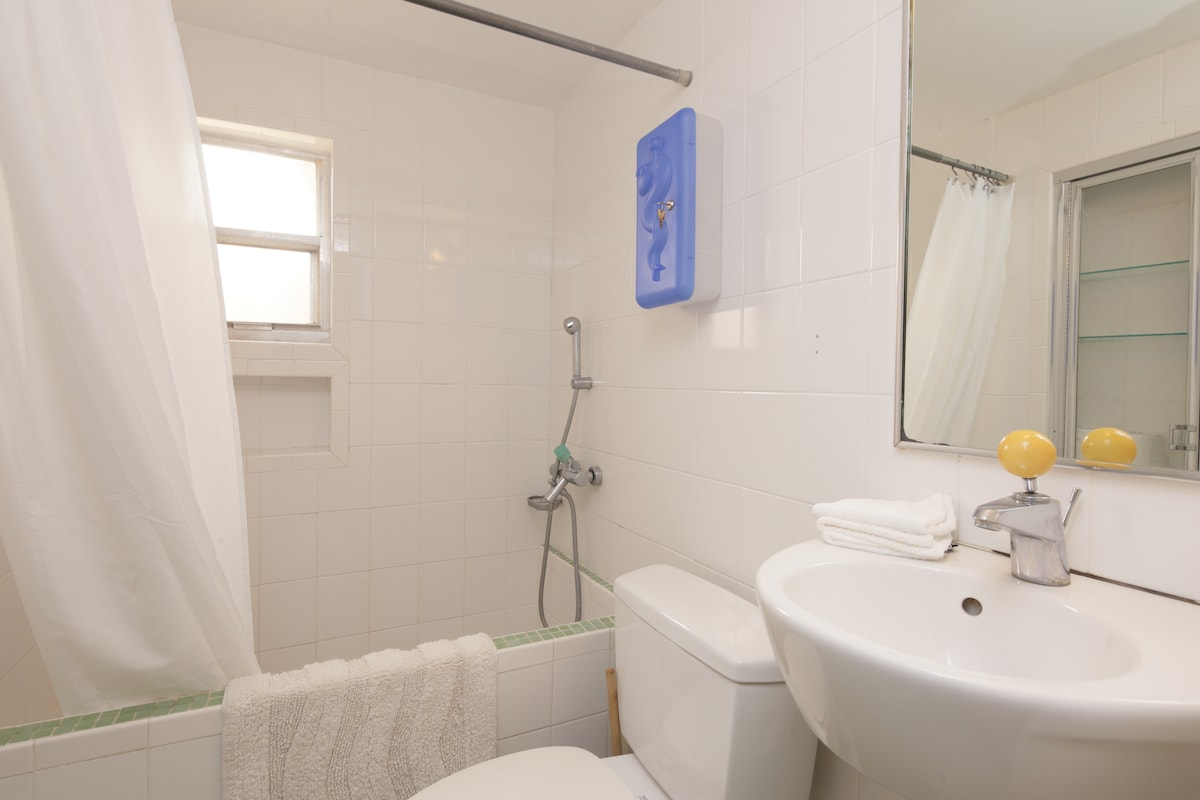 Full bathroom with Shower and tub in Main Cottage
