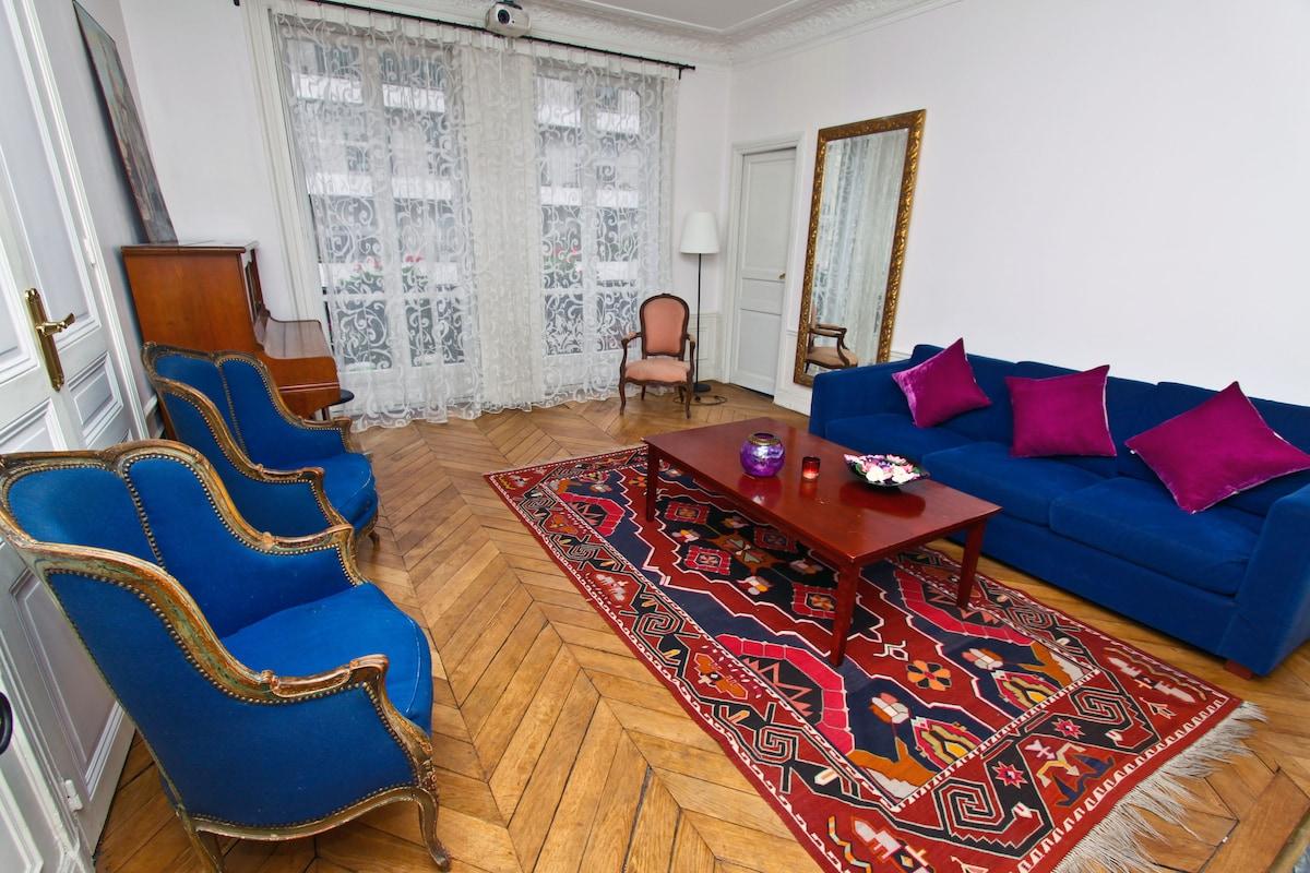 3-b family flat near Champs Elysée.