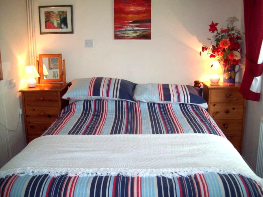 Double bedroom nr Lyme Regis and River Cottage HQ - Uplyme - Bungalov