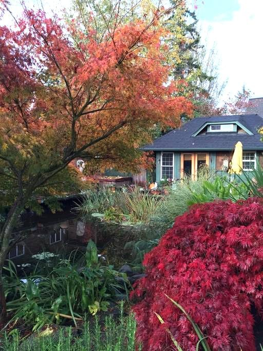 Lovely Bainbridge Island Pond Side Cottage - Bainbridge Island - Cabin