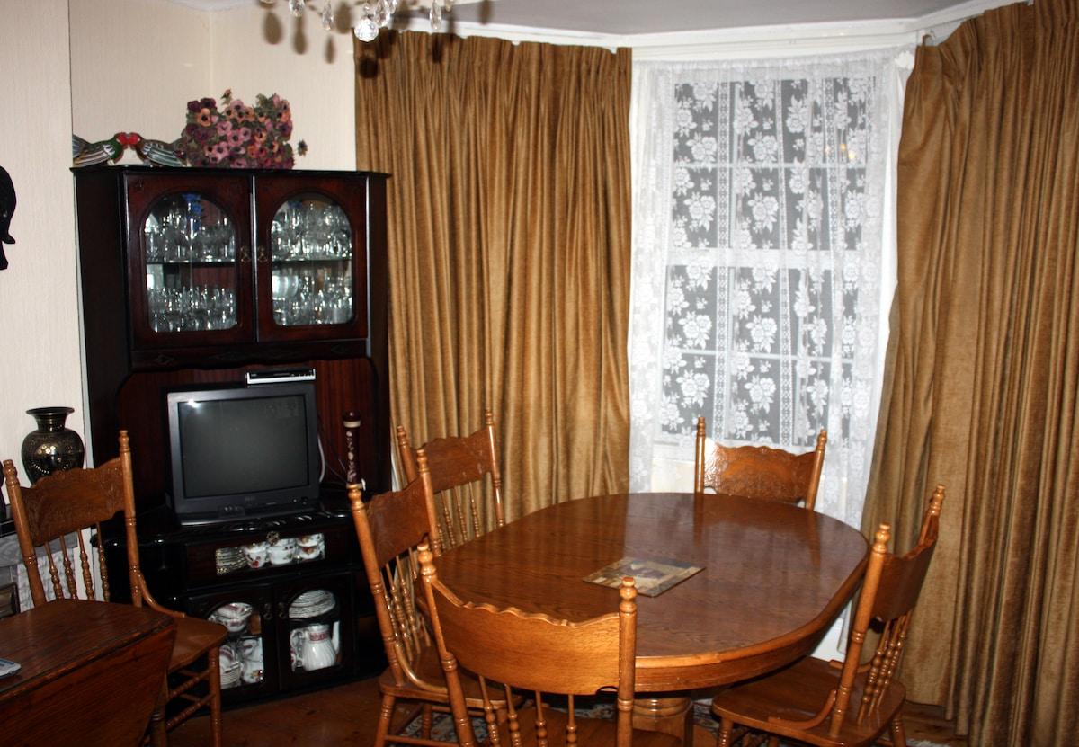 Breakfast & Lounge Room...
