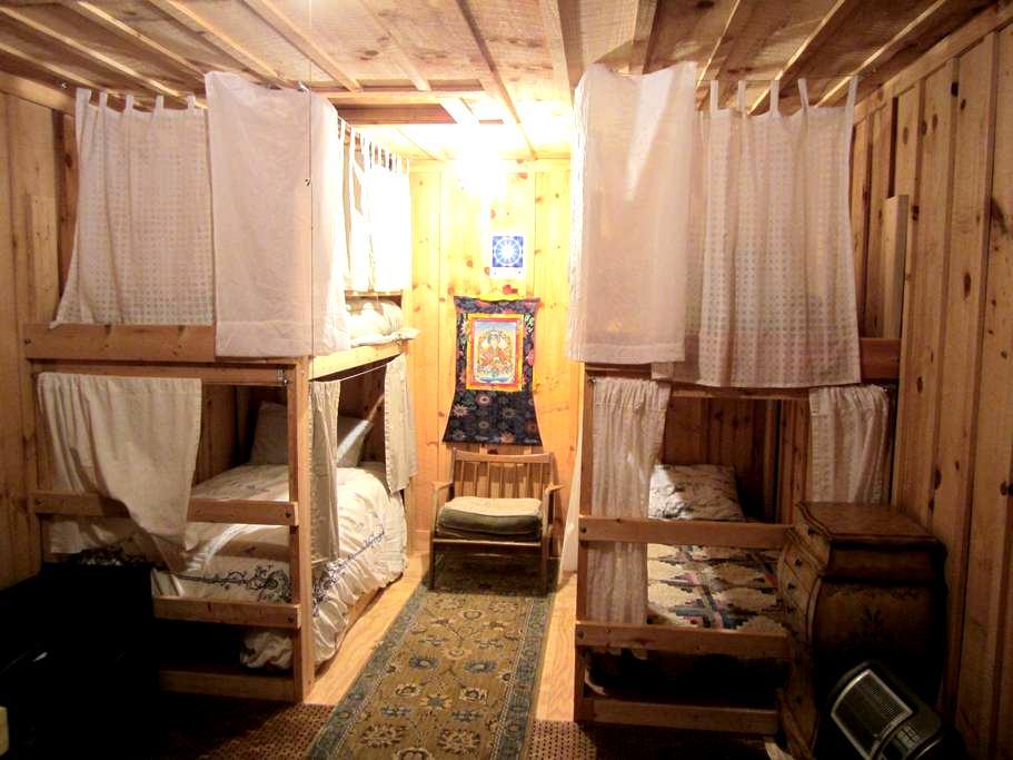 Milarepa Dzong Retreat Center Dorm - Tallassee - Cabin