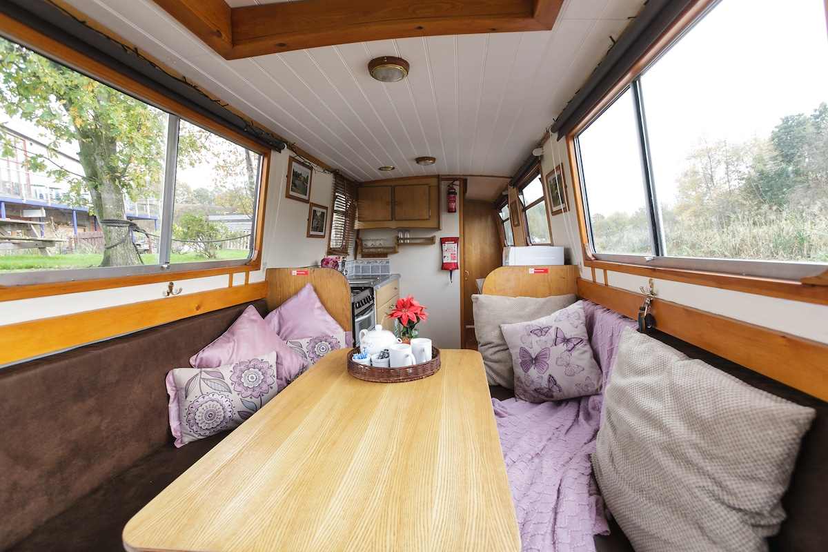 Relaxing Boating Holiday, sleeps 4