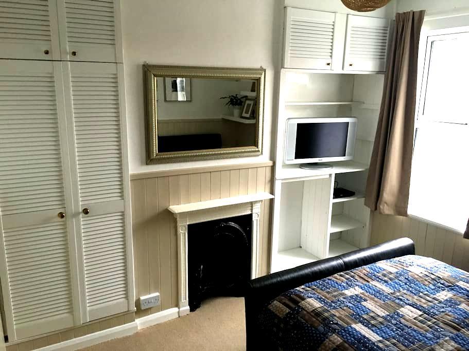 Spacious Room in a Victorian House - Burnham-on-Sea