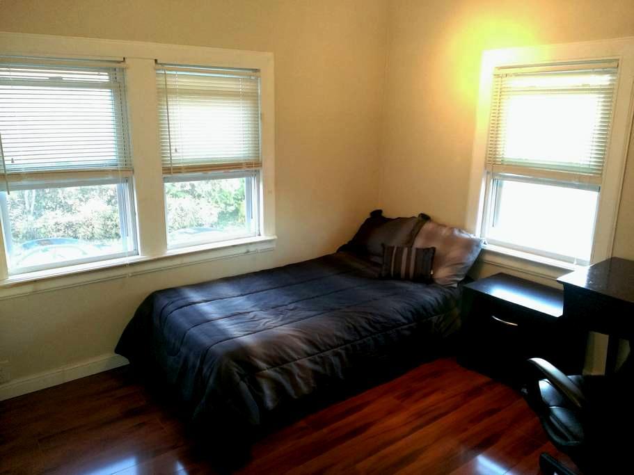 The Orange Room. Close to SU Campus - Syracuse - Rumah